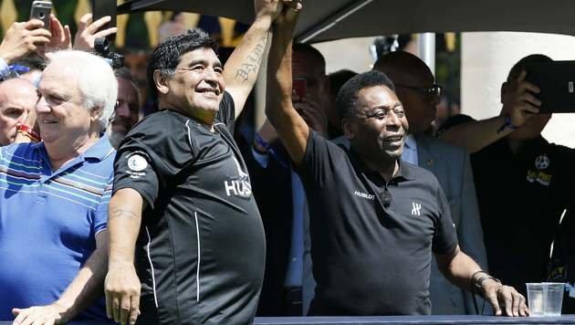 Maradona & Pele: Zwei Legenden schließen Frieden (Bild: AFP)