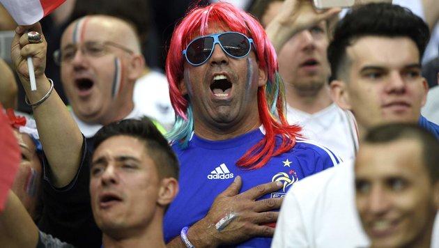 Bei der Hymne waren die Fans zutiefst berührt (Bild: AFP or Licensors)