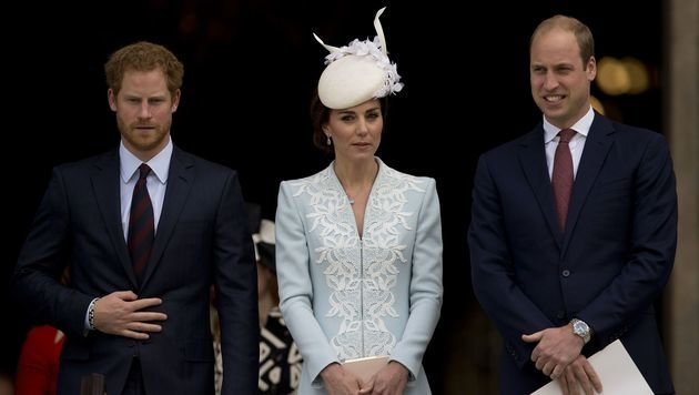 Prinz Harry, Kate und Prinz William (Bild: AFP)