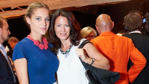 Fesch, fesch: Sprudelfabrikanten-Tochter Lara Klein mit Schauspielerin Pia Baresch (Bild: Starpix/Alexander TUMA)