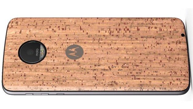 Über den magnetischen Connector an der Rückseite kann man auch ausgefallene Covers anbringen. (Bild: Lenovo)