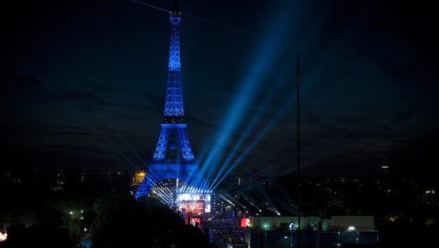 83.000 Fußballfans vor Eiffelturm: Die Top-Bilder (Bild: EPA)