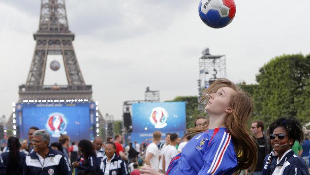 Ganz Frankreich im EURO-Fieber (Bild: AP)
