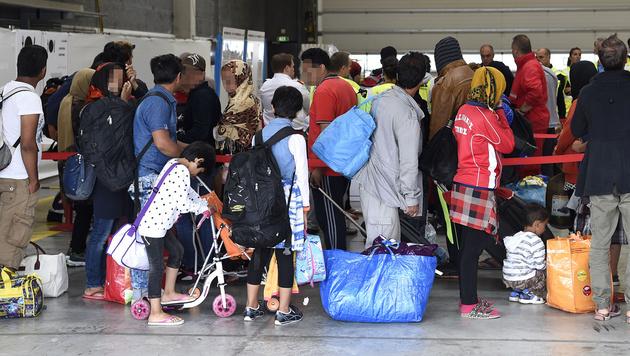 OÖ kürzt Geld: Noch mehr Flüchtlinge für Wien (Bild: APA/Helmut Fohringer)