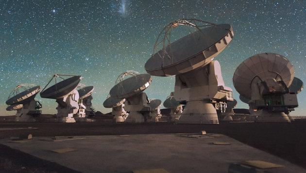 Antennenschüsseln des ALMA in den chilenischen Anden (Bild: ESO/C. Malin)