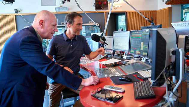 Studio-Talk bei Radio Wien: Ludwig mit Kollege Peter Tichatschek (Bild: Starpix/Alexander TUMA)