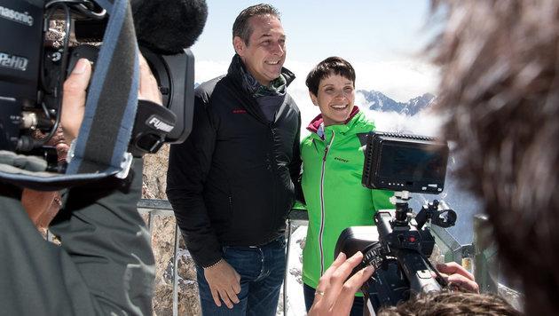 Rechtsshow auf Zugspitze: Strache trifft AfD-Petry (Bild: APA/dpa/Sven Hoppe)