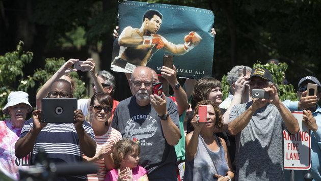 Tausende nahmen Abschied von Muhammad Ali (Bild: AP)