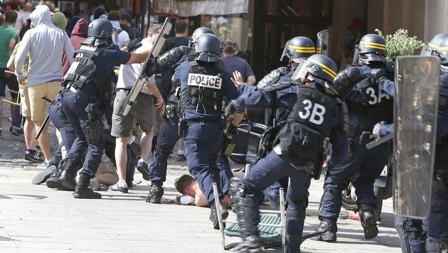 Randale in Marseille: Österreicher festgenommen (Bild: AP)