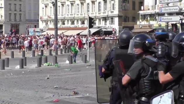 Randale in Marseille: Österreicher festgenommen (Bild: Ruptly)