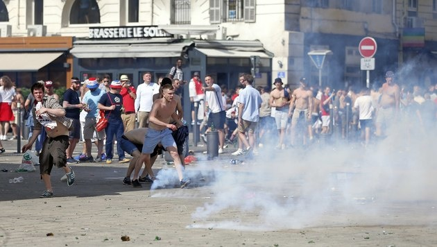 Gefängnisstrafen für russische Hooligans (Bild: AP)