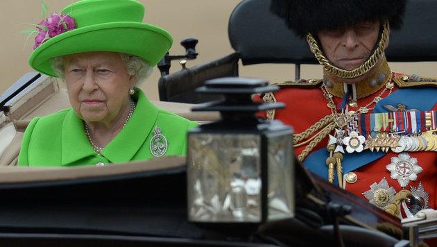 """Trooping the Colour"": Queen feierte 90er pompös (Bild: AFP/OLI SCARFF)"