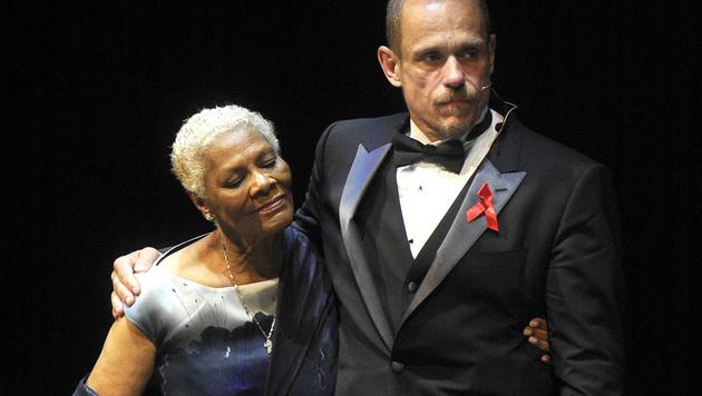 Dionne Warwick und Gery Keszler (Bild: APA/HERBERT PFARRHOFER)
