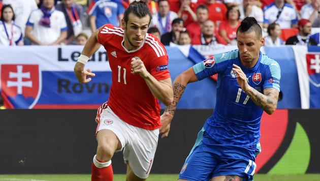 Laufduell zwischen den Superstars Bale und Hamsik (Bild: AFP)