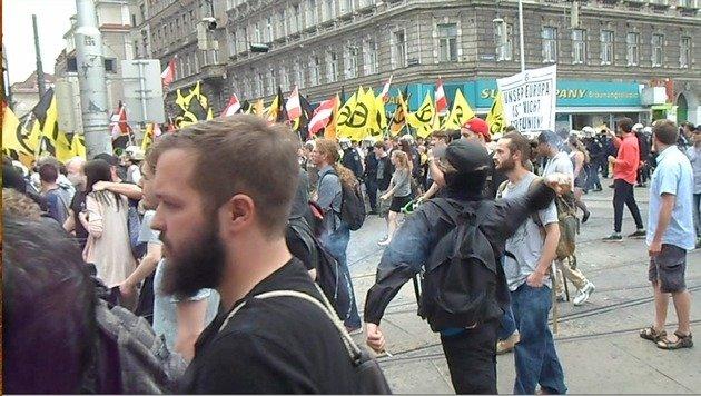 """""""Demo-Schlacht war wie Vorstufe zum Bürgerkrieg"""" (Bild: Leserreporter)"""