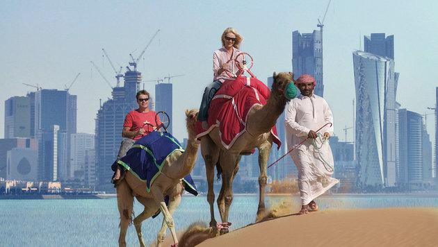Touristen vor der Skyline der katarischen Hauptstadt Doha (Bild: thinkstockphotos.de, Associated Press (Symbolbild))
