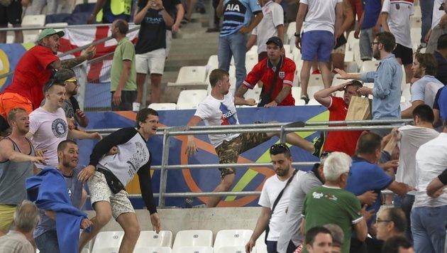 Randale im Stadion: UEFA ermittelt gegen Russland (Bild: AP)
