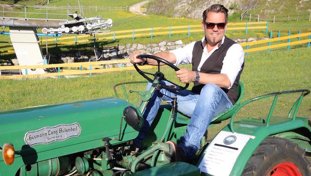 Traktor-Liebhaber Süsser auf Probefahrt (Bild: Recka Hammann)