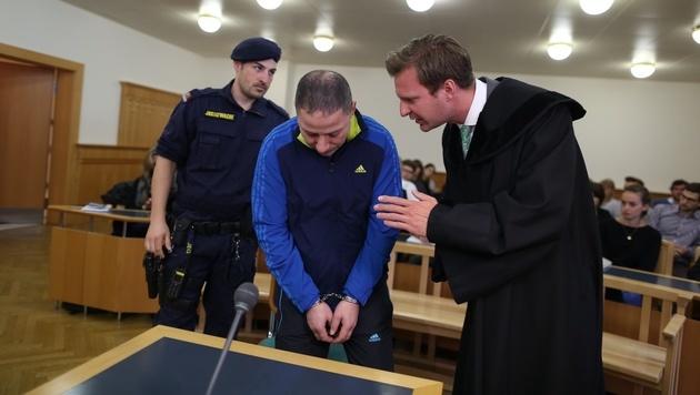 Der 45-Jährige mit seinem Anwalt (Bild: Gerhard Bartel)
