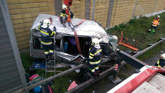 Steiermark: Sechs Verletzte bei Fahrzeugüberschlag (Bild: APA/FF TROFAIACH/SIEGMUND A.)