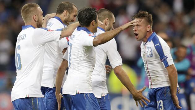Italienischer Torjubel nach dem 1:0 durch Emanuele Giaccherini (Bild: AP)