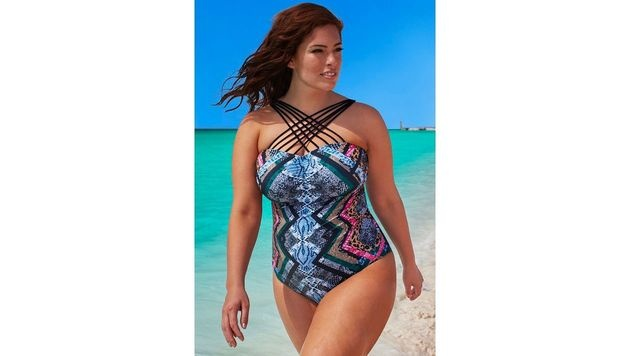 Ashley Graham in ihrer Bademodenkollektion für Swimsuits for All (Bild: Viennareport)