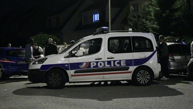 Der T�ter hatte sich im Haus des Polizisten verschanzt. (Bild: APA/AFP/MATTHIEU ALEXANDRE)