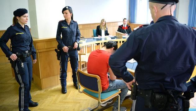 Flüchtling vergewaltigt Bub: Sechs Jahre Haft (Bild: APA/ROLAND SCHLAGER)