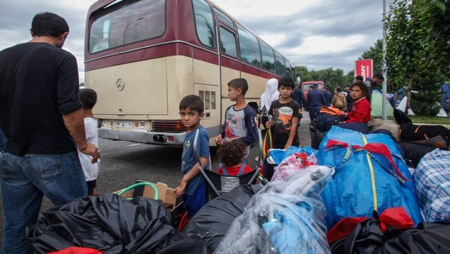 Griechenland: Lager mit 1900 Flüchtlingen geräumt (Bild: EPA)