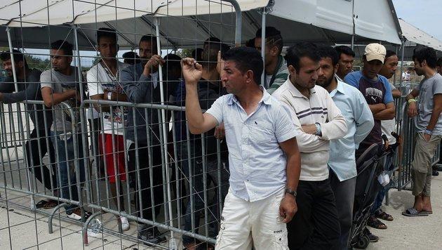 Bayern: Hunderttausende Migranten zurückschicken! (Bild: EPA)