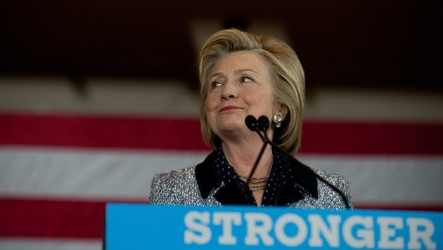 Pleiten, Pech & Pannen: Clinton kommt ins Trudeln (Bild: APA/AFP/GETTY IMAGES/JEFF SWENSEN)