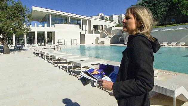 Christine Grabner auf  Geldsuche am Balkan (Bild: ORF)