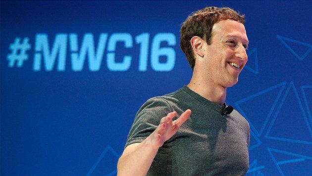 Vom Fahrrad gefallen: Zuckerberg bricht sich Arm (Bild: AFP/LLUIS GENE)