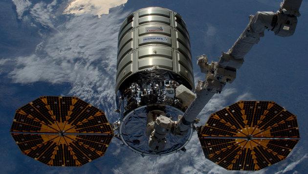 """""""Cygnus"""" kurz vor dem Abdocken von der Raumstation ISS (Bild: ESA/NASA)"""