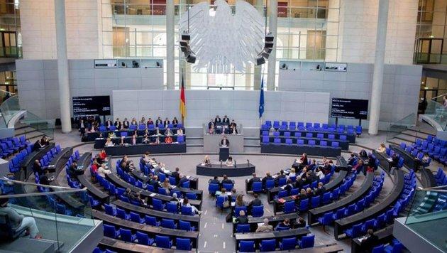 Besucher des deutschen Bundestages müssen sich an einen Verhaltenskodex halten. (Bild: EPA)