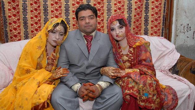 Ein Pakistaner sorgte 2010 für Aufregung: Er heiratete zwei Frauen innerhalb von 24 Stunden. (Bild: EPA)