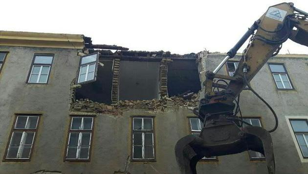 Kroate von Mauerteilen getroffen - schwer verletzt (Bild: APA/LPD WIEN)