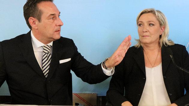 Strache und Le Pen (Bild: AP)