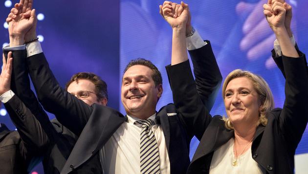 """Strache: """"Wir verhindern den Selbstmord der EU"""" (Bild: APA/HERBERT NEUBAUER)"""