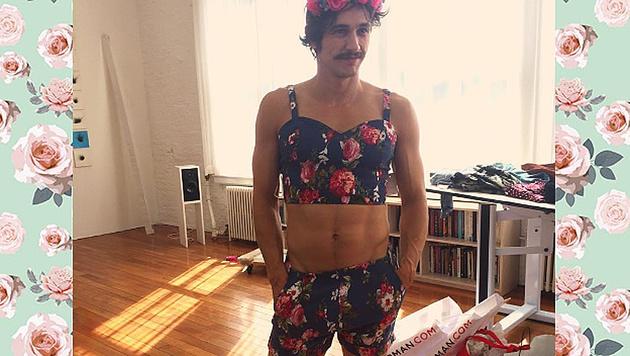 James Franco trägt in diesem Sommer Blümchen-Bikini. (Bild: instagram.com/jamesfrancotv)
