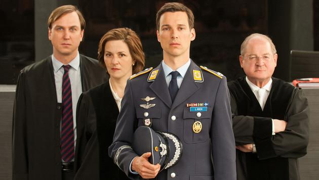 """""""Terror"""" mit Lars Eidinger, Martina Gedeck, Florian David Fitz und Burghard Klaußner. (Bild: ARD)"""