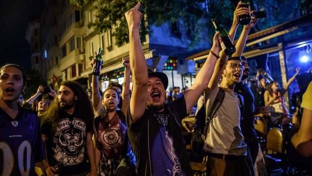 Polizei löst Homosexuellen-Demo gewaltsam auf (Bild: AFP)