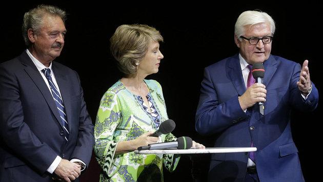 Luxemburgs Außenminister Asselborn, Moderatorin Barbara Rett, Deutschlands Außenminister Steinmeier (Bild: APA/BKA/ANDY WENZEL)