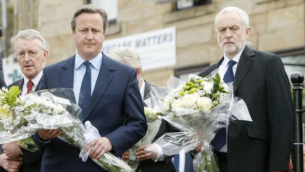 Für Premier Cameron und Labour-Chef Corbyn geht nach der Trauer um Jo Cox der Wahlkampf weiter. (Bild: ASSOCIATED PRESS)