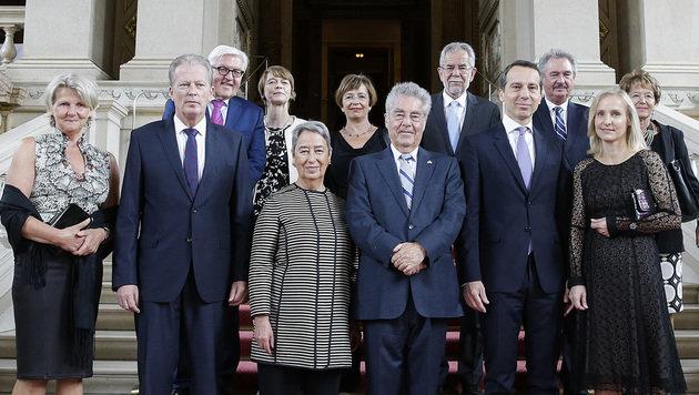 Regierung dankte Staatsoberhaupt mit Kunst & Humor (Bild: APA/BKA/ANDY WENZEL)