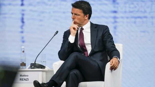 Ein nachdenklicher Premier Matteo Renzi (Bild: ASSOCIATED PRESS)
