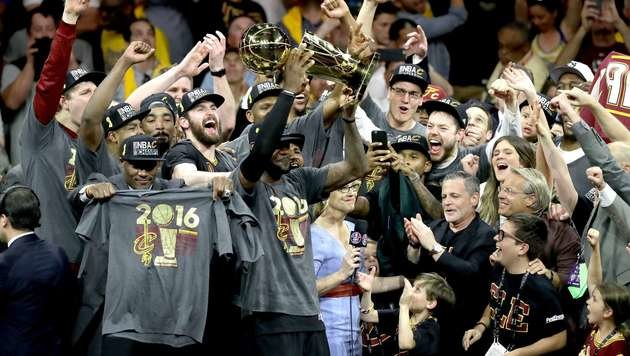 Cleveland nach Sieg über Golden State NBA-Champion (Bild: APA/AFP/GETTY IMAGES/RONALD MARTINEZ)