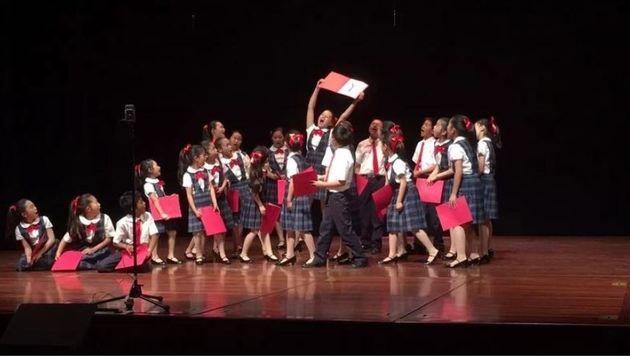 â01EColorful Universe Youth Choirâ01C aus San Jose im Bühneneinsatz. (Bild: Mozarteum)