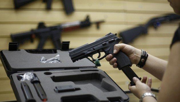 US-Waffenhändler versehentlich erschossen (Bild: APA/AFP/Miguel Schincariol (Symbolbild))