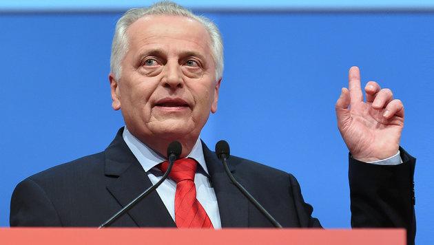 """Spannung im """"Rathauscamp"""": Wer fliegt am Freitag? (Bild: APA/HERBERT P. OCZERET)"""